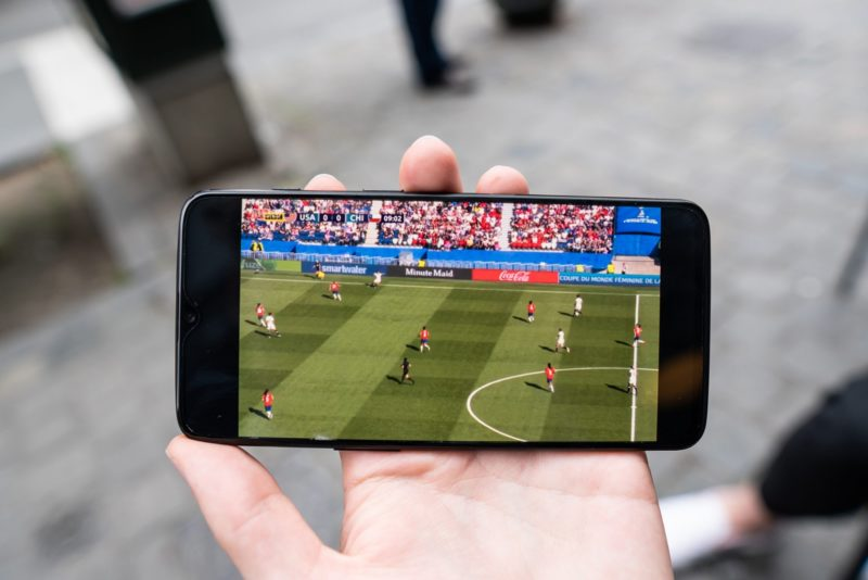 Fotbollssmatch på mobil, Hur får man ett fotbollsstipendium på college i USA